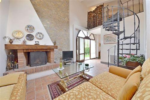 Tuscany villa la scuderia san sano rental in san sano gaiole in chianti siena tuscany - Mezzanine bedlamp ...