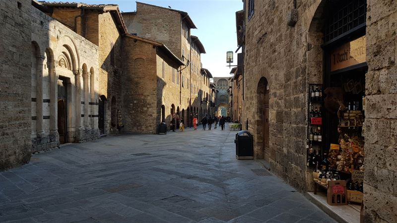 free parking in san gimignano italy